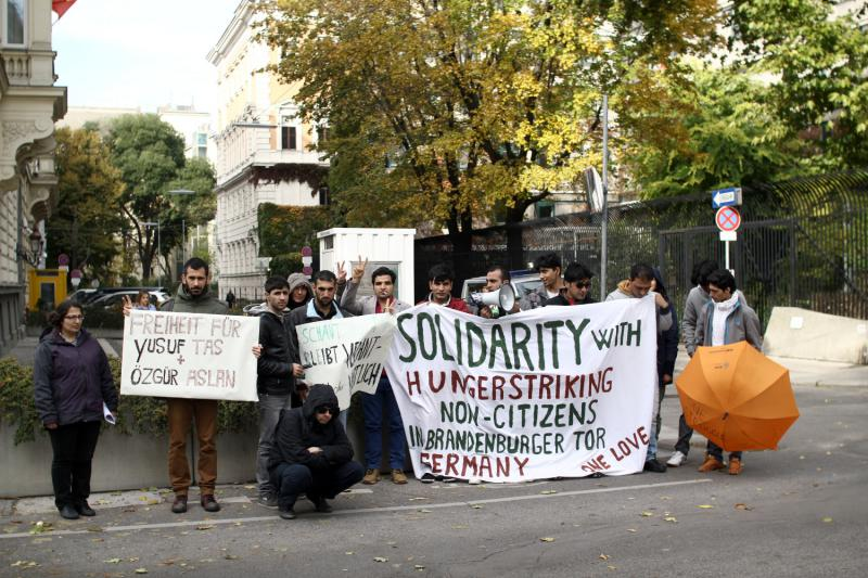 One struggle: Demonstration in Vienna for hungerstriking non-citizens in Berlin