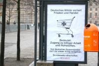 Plakataktion in Sicherheitszone