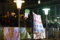 Protest vor dem Central Kino
