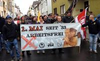 "1. Mai 2015: Nazi-Demo in Worms - links am Transparent der ""FN Kraichgau"": Timo Feldpausch"