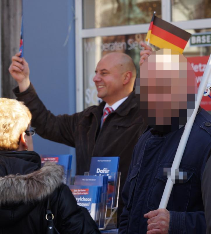 27.02.2016 Stefan Räpple am AfD-Stand in Offenburg